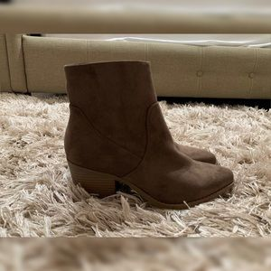 Forever 21 taupe faux suede booties - size 7